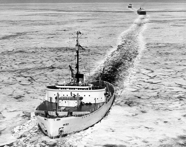 MackinawIce-Air-icebreaker-michigan