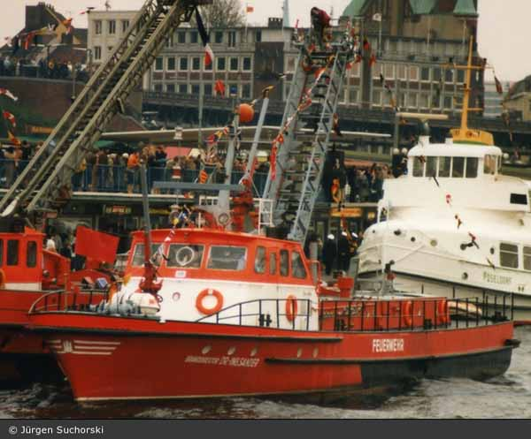 branddirektor dr ing sander firefighting boat hamburg