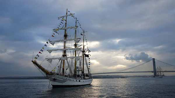 kri dewaruci indonesia tall ship plans